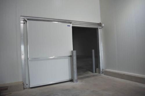 Guard beams are installed at every entrance to protect against any forklift bumps or damage. © Cold Link Africa | Benjamin Brits