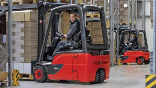 Warehouse environments both for dry and cold storage can be supplied with various materials handling solutions. Photo by Linde Materials Handling